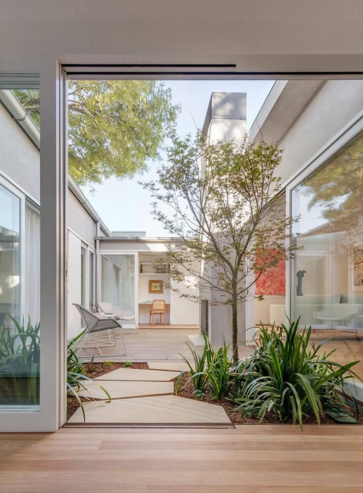 bolt hole by PanovScott. Architectural Photography Murray Fredericks Courtyard